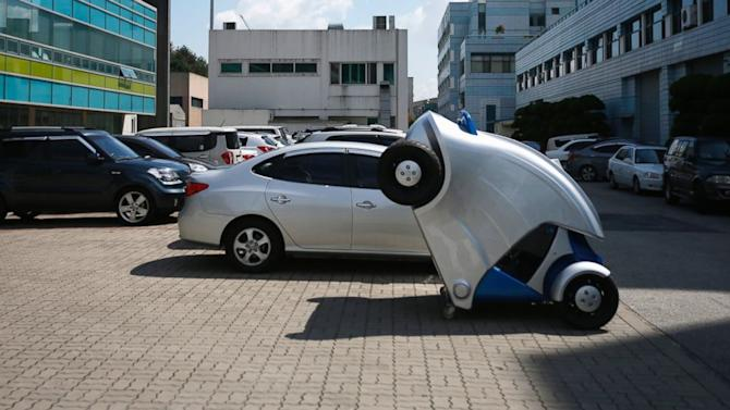 The 'Armadillo' Car Folds Up for Easy Parking