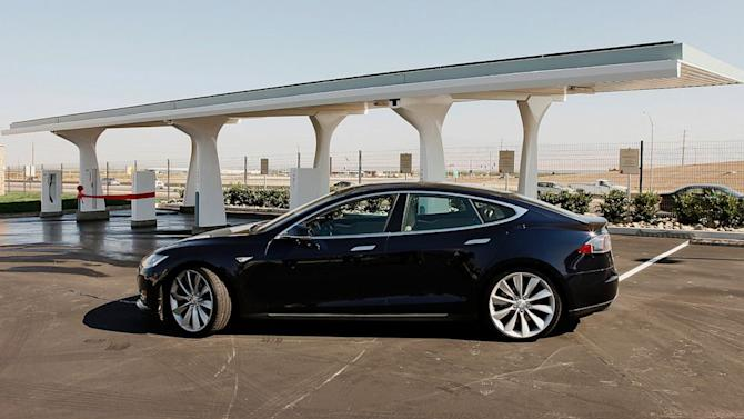 Local Dealers Pan Tesla's Online Sales, Apply Legislative Pressure