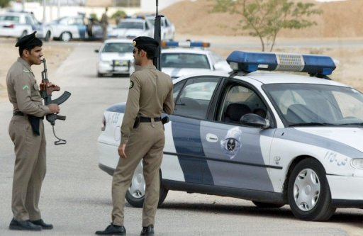 Saudi security personnel stand guard in Riyadh, 16 January 2006. The European Union expressed dismay that Saudi Arabia had beheaded a Sri Lankan maid convicted of murdering her employer's baby, despite repeated appeals for a stay of execution