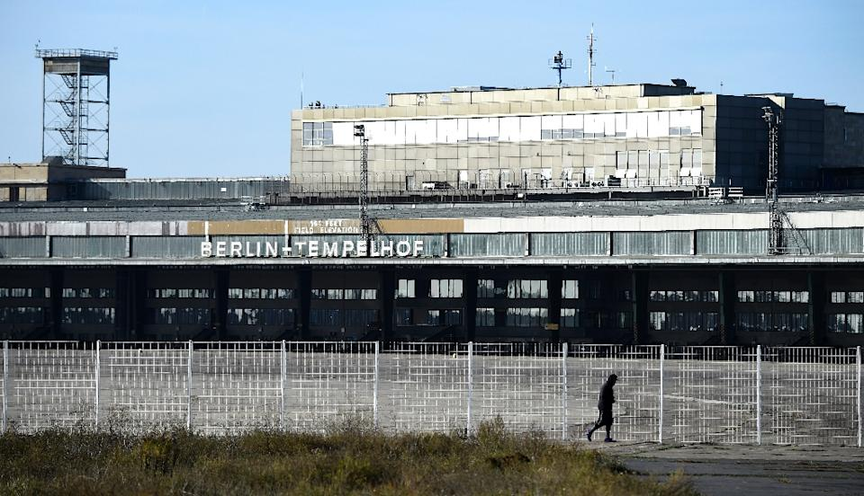 nazi era tempelhof airport reborn as shelter for refugees the open mind. Black Bedroom Furniture Sets. Home Design Ideas