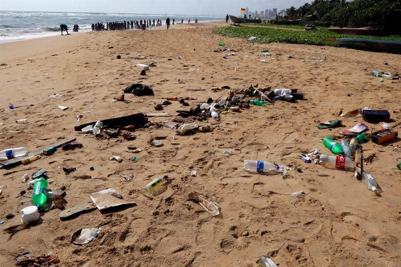 Los eurodiputados piden mejorar la calidad del agua y reducir desechos plásticos