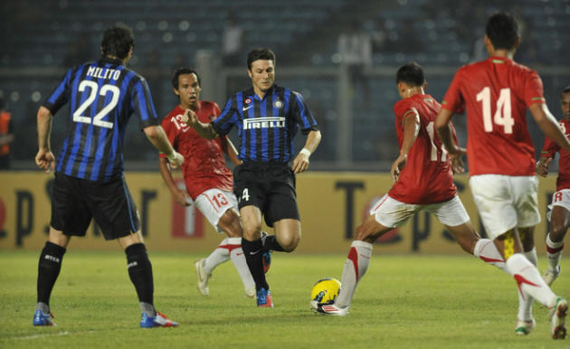 Inter Milan Player Javier Zanetti (C) Vies AFP/Getty Images
