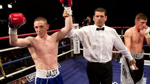 Boxing - Hatton tips Dickens to win another Lonsdale belt