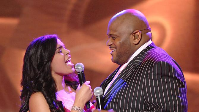 """Jordin Sparks and Season 2 winner Ruben Studdard performing """"You're All I Need To Get By"""" on the 6th season of American Idol."""