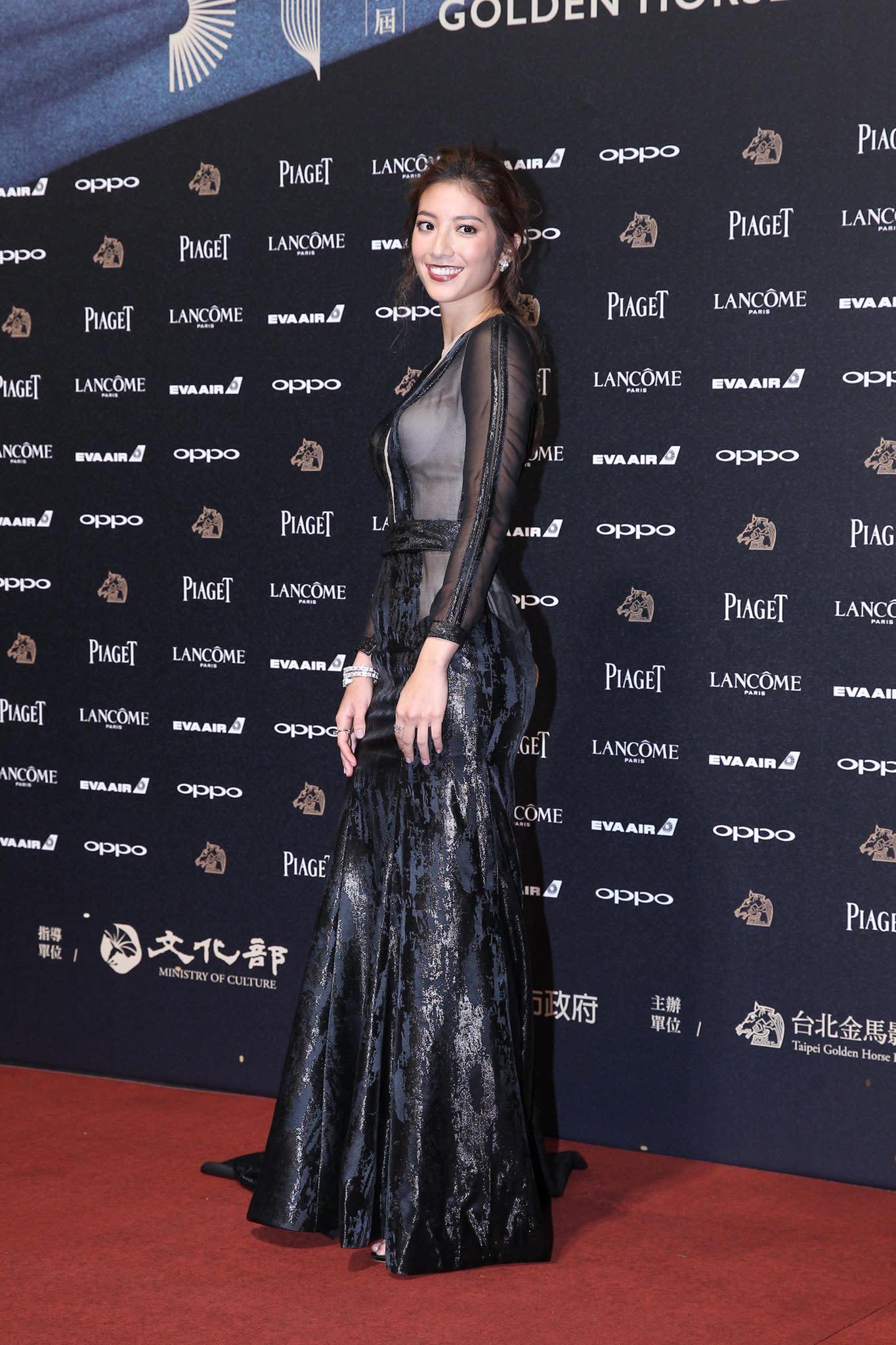<p>台灣與黎巴嫩裔混血兒瑞瑪席丹,以電影《強尼‧凱克》入圍並獲得金馬最佳新人獎。本來就身材姣好的她,穿著火辣的深V性感剪裁透夫材質禮服,完全辣翻紅毯(達志影像) </p>