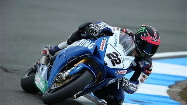 Superbikes - Donington BSB: Lowes dominates race one to take the win