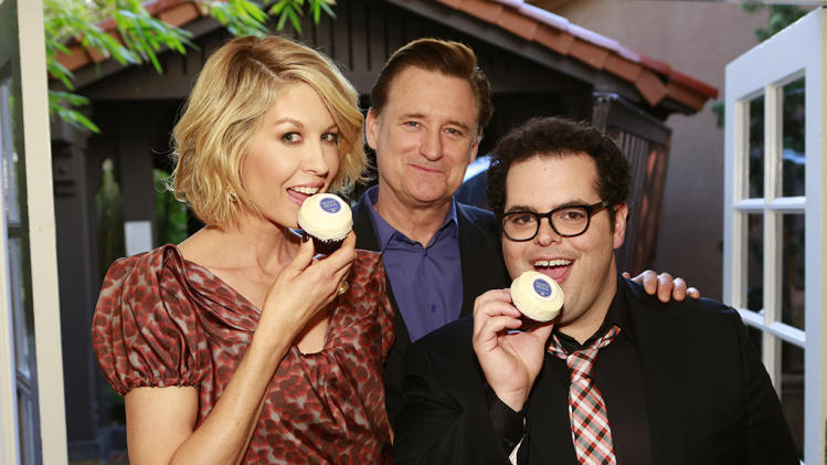 Jenna Elfman, Bill Pullman, and Josh Gad
