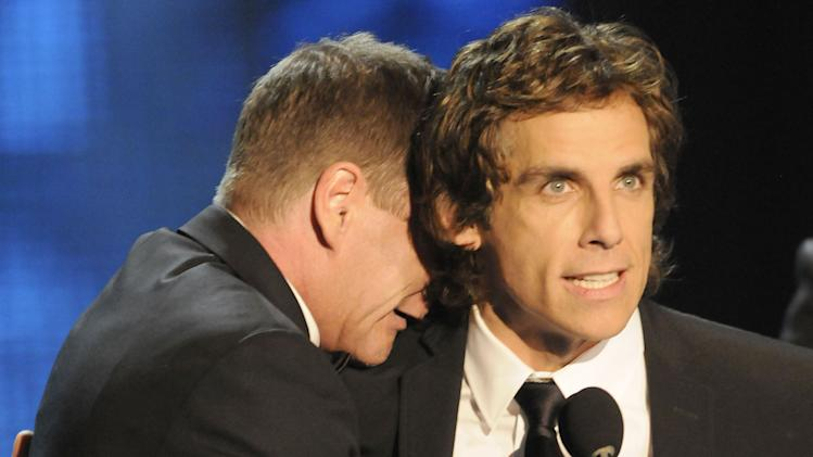 Kiefer Sutherland and Ben Stiller onstage during the 2009 MTV Movie Awards held at the Gibson Amphitheatre on May 31, 2009 in Universal City, California.