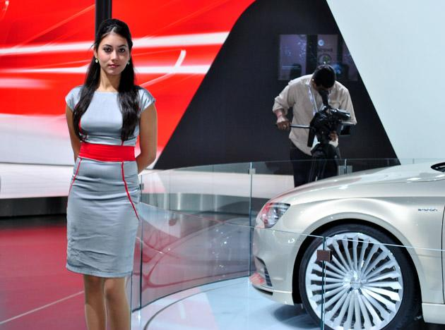 Smokin' hot babes of the Delhi Auto Expo