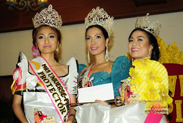 The crowned winners of the Mrs. Universe Philippines 2012 pose for photographers during the Coronation night held at the AFP Commissioned Officers Country in Camp Aguinaldo, Quezon city on 25 July 201