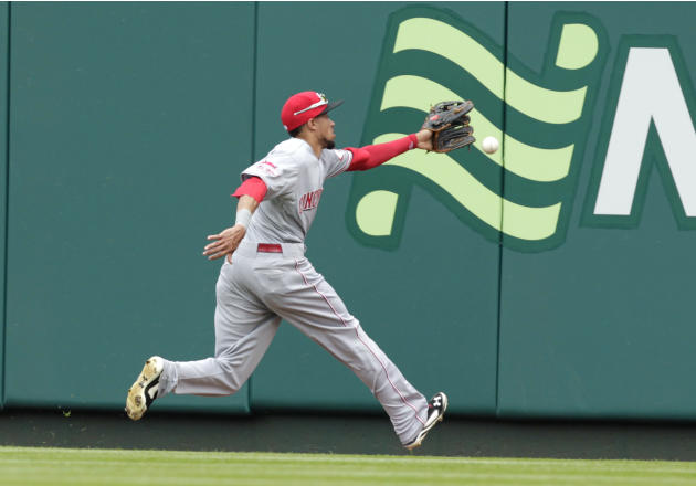 LEADING OFF: Wainwright set to see Reds, Holt a hit machine