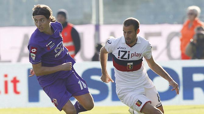 Fiorentina's midfielder Riccardo Montolivo, left, is challenged by Genoa's Argentine striker Rodrigo Palacio during their Serie A soccer match at the Artemio Franchi stadium in Florence, Italy, Sunday , Oct. 30, 2011. (AP Photo/Fabrizio Giovannozzi)
