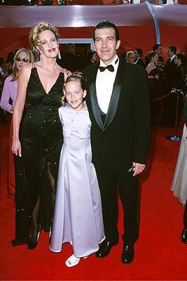 Melanie Griffith, her daughter and Antonio Banderas 72nd Annual Academy Awards Los Angeles, CA 3/26/2000