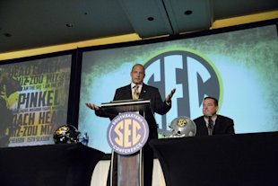 Missouri head coach Gary Pinkel says a team should be in a conference in order to be playoff-eligible. (AP)