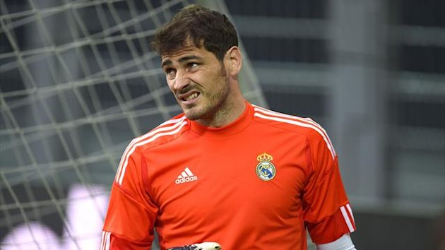Real Madrid goalkeeper Iker Casillas warms up during a training session ahead of the Champions League quarter-final second leg at Borussia Dortmund (AFP)