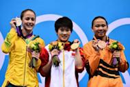 China's Chen Ruolin (C) poses with the gold medal flanked by silver medalist Australia's Brittany Broben (L) and bronze medalist Malaysia's Pamg Pandelela Rinong after the women's 10m platform final at the London 2012 Olympic Games