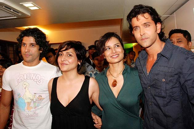 Wallpapers assembly candid photos of hrithik for Adhuna akhtar salon