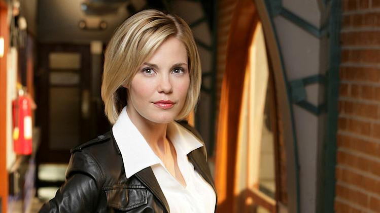 Leslie Bibb stars as Lu Simmons in Crossing Jordan on NBC.