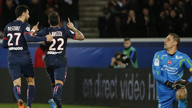 Paris Saint Germain's Ezequiel Lavezzi (22) celebrates his goal against Valenciennes with Javier Pastore (Reuters)