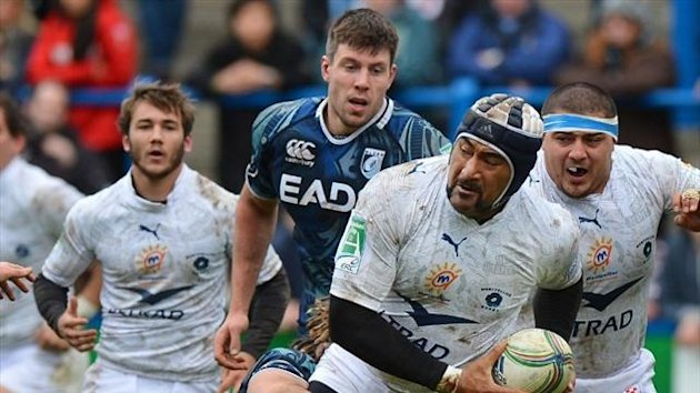 Montpellier lock Akiki Fakate (2nd R) runs with the ball during the European Cup rugby union match between Cardiff Blues and Montpellier