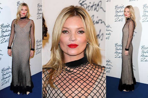 kate moss pr sentierte sich als menschgewordendes fischernetz bild getty images. Black Bedroom Furniture Sets. Home Design Ideas