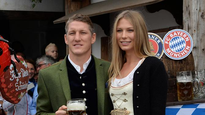 Bayern Munich's Bastian Schweinsteiger and his girlfriend Sarah Brandner pose as they attend the Oktoberfest beer festival in Munich southern Germany, Sunday, Oct 6, 2013