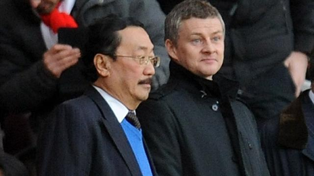 Premier League - Solskjaer in stands with Tan ahead of Cardiff appointment