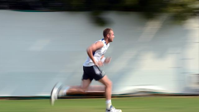 Cricket - Broad on track