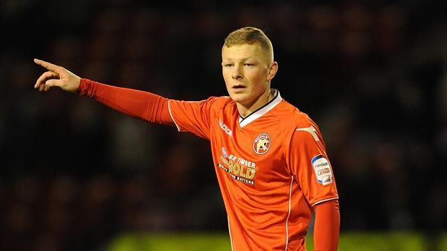 League One - Walsall sign Mantom on permanent deal