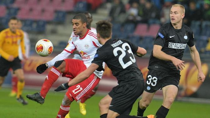 Salzburg's Alan, left, and Esbjerg's  Jonas Knudsen challenge for the ball  during the Europa League group C soccer match  between Red  Bull Salzburg and Esbjerg fB  in Salzburg , Austria, Thursday, Dec  12, 2013