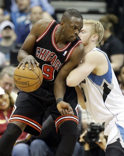 Robinson sparks Bulls to 104-97 win over T-Wolves