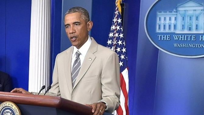 Social Media Explodes Over President Obama's Tan Suit