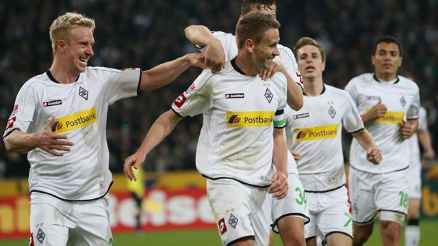 Bundesliga - Gladbach back in Champions League mix with Augsburg win