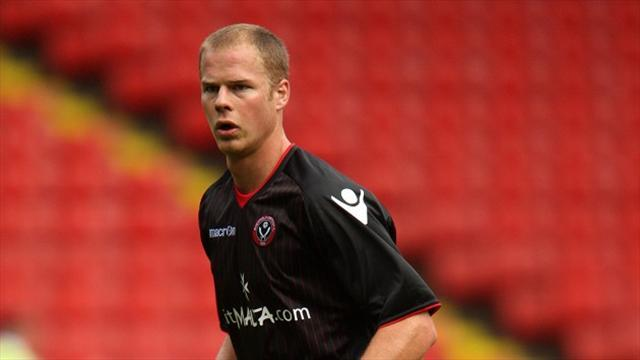League One - Ertl signs Portsmouth deal