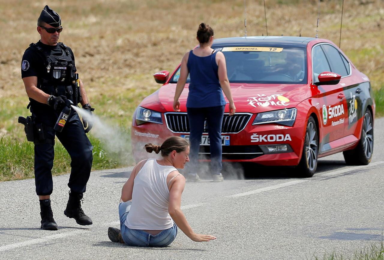 <p>Les gendarmes n'ont en effet pas hésité à faire usage de gaz lacrymogènes pour disperser les agriculteurs mécontents…<br />(Crédit : Getty Images) </p>
