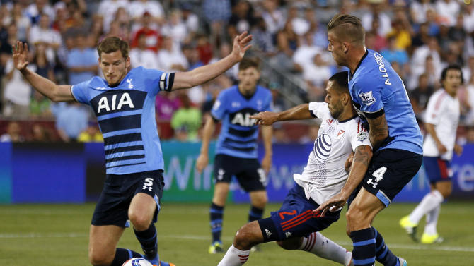 Tottenham's Jan Vertonghen (L) and Toby Alderweireld (R) in action with MLS All-Star's Clint Dempsey