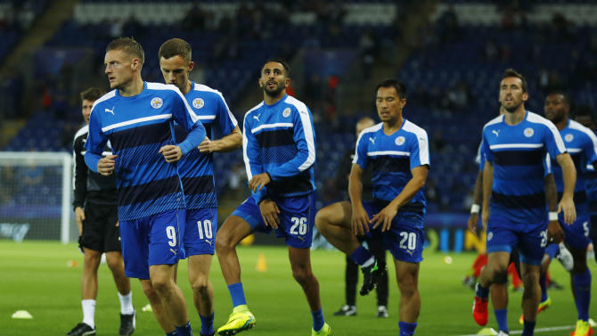 Leicester City's Jamie Vardy, Andy King, Riyad Mahrez and Shinji Okazaki warm up with team mates before the match