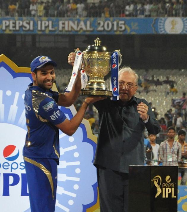 Kolkata: Mumbai Indians captain Rohit Sharma IPL-2015 trophy at the Eden Gardens in Kolkata on May 24, 2015. Also seen Board of Control for Cricket in India (BCCI) chief Jagmohan Dalmiya (Photo: Kunta