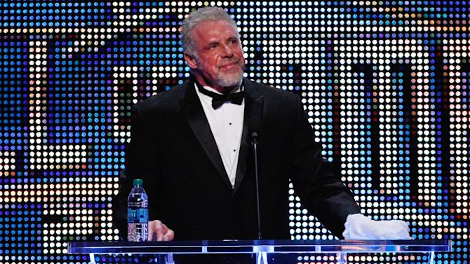 Former pro wrestler Ultimate Warrior dies at 54
