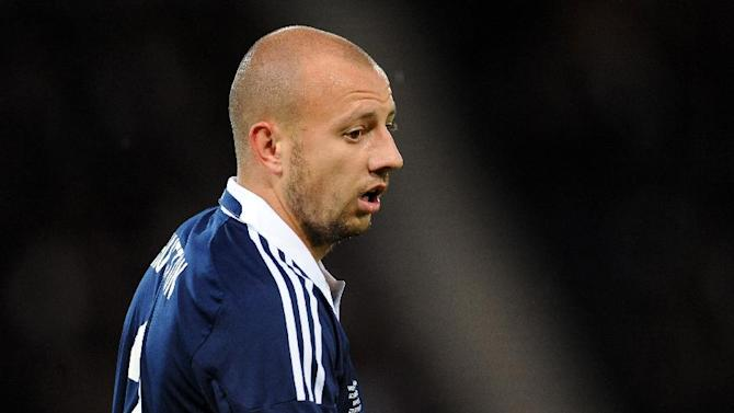 Scotland international Alan Hutton has been snapped up by Nottingham Forest