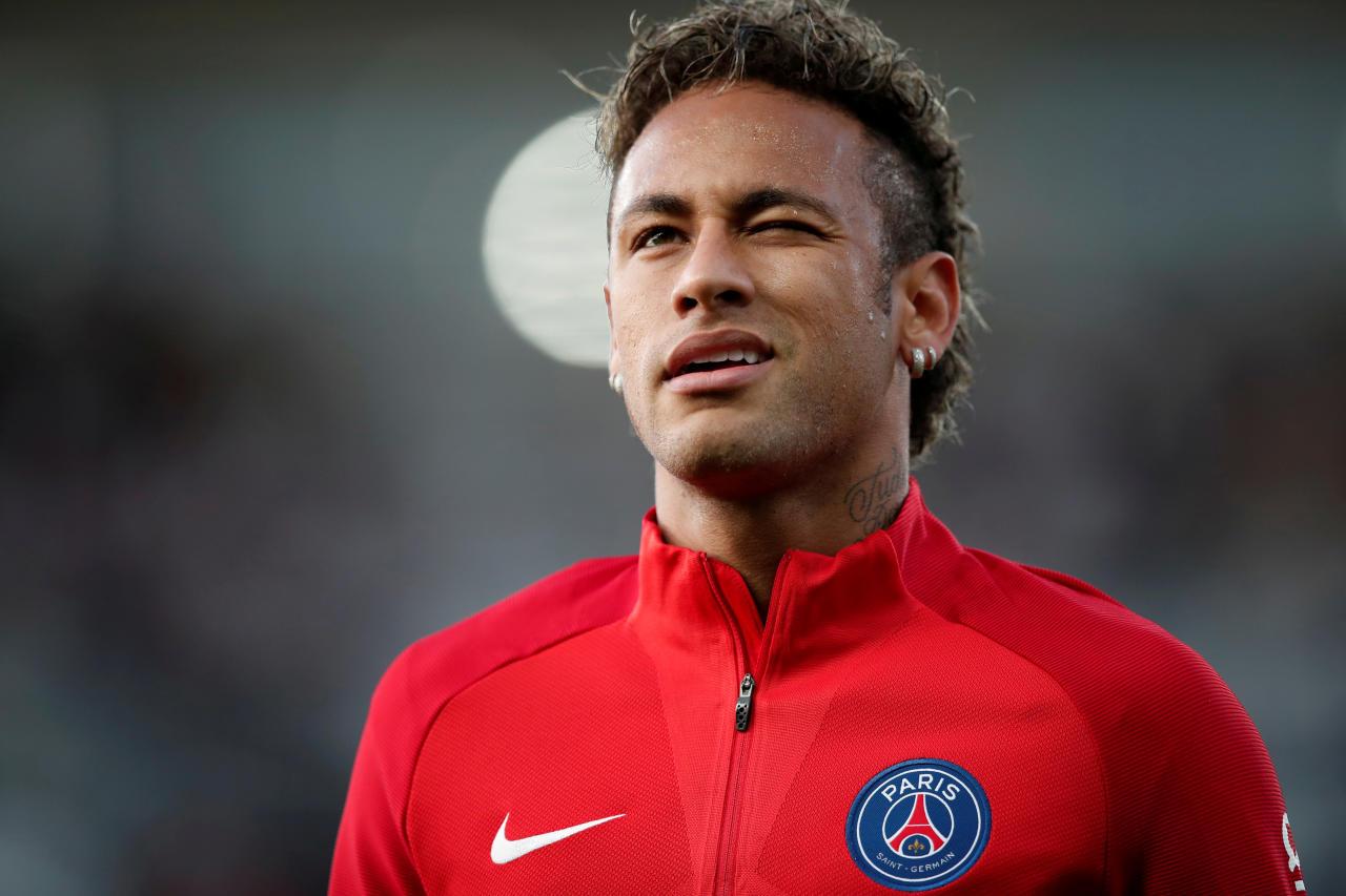 <p>Le Real Madrid parviendra-t-il à arracher Neymar au PSG l'été prochain ? Le feuilleton risque d'animer les prochains mois. Selon Marca, la Maison Blanche n'a en effet pas du tout renoncé à son envie de recruter la star brésilienne. Le quotidien madrilène indique ainsi qu'une enveloppe de 200 millions d'euros sera prévue à cet effet lors du prochain mercato estival… </p>