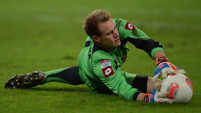 Bundesliga - Ter Stegen 'learning Spanish' as Barca hover
