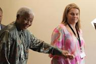 Nelson Mandela's Last Days Marred by Bitter Family Infighting Personal Assistant Zelda La Grange Claims