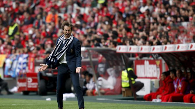 Porto's coach Julian Lopetegui reacts during their Portuguese Premier League soccer match against Benfica held at Luz stadium in Lisbon