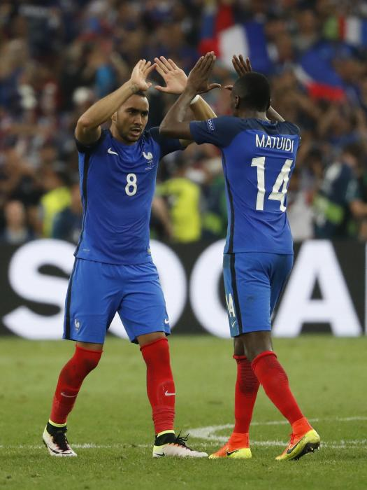 France's Dimitri Payet celebrates with Blaise Matuidi at the end of the match