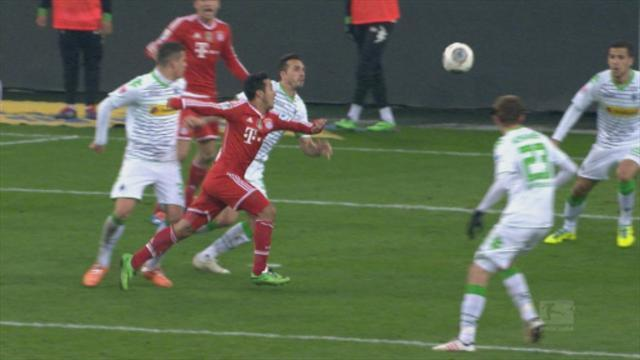 Bundesliga - Highlights: Bayern move 10 clear in style
