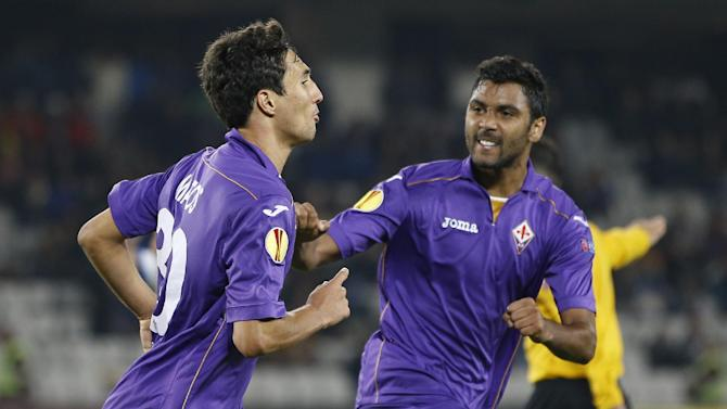 CORRECTS PLAYER'S NAME AT RIGHT - Fiorentina's Ryder Matos, left,  celebrates with team mate Marvin Compper, right, after scoring an equalizer during an Europa League, group E match, between Fiorentina and Pandurii, at the Cluj Arena stadium in Cluj, Romania, Thursday, Nov. 7,  2013