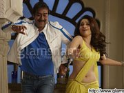 HIMMATWALA: Ajay Devgn grooves to the tunes of 'Taki O Taki Re'