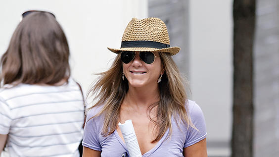 Jennifer Aniston On Set