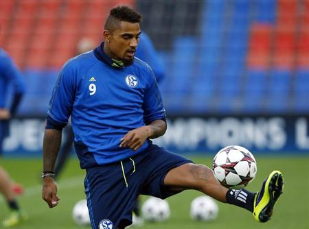 Schalke 04's Kevin-Prince Boateng controls the ball during a training session in Basel September 30, 2013. REUTERS/Ruben Sprich/Files